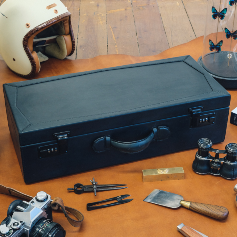 Malle / leather truck / Niyona
