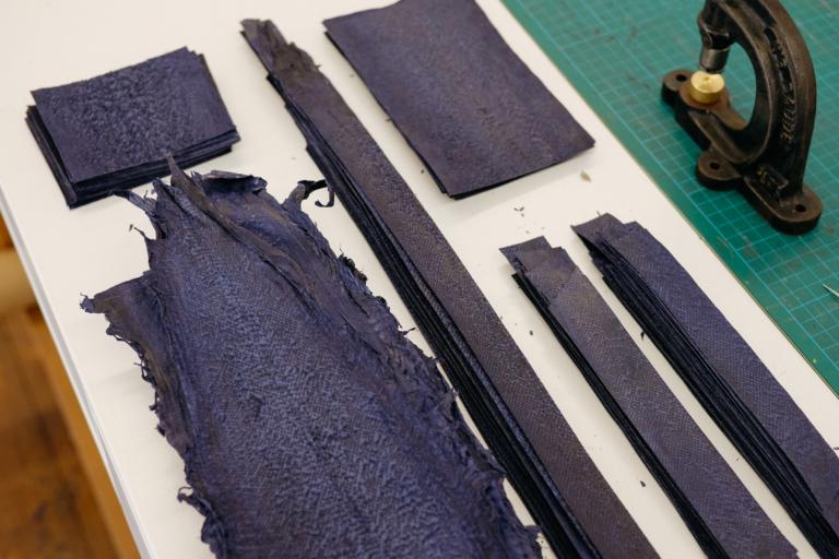 petite maroquinerie cuir poisson / niyona x sea matters